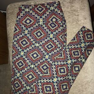 LulaRoe tall and curvy buttery soft leggings